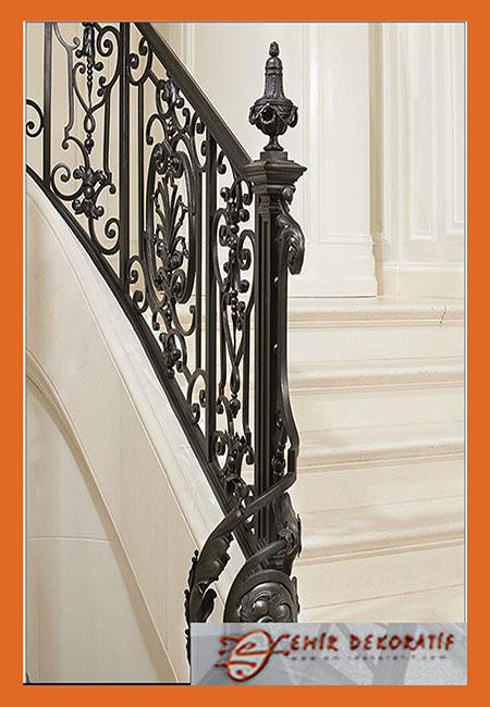 Ferforje tasarım merdiven korkuluğu