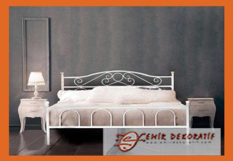 Ferforje Beyaz Başlıklı Demir Yatak